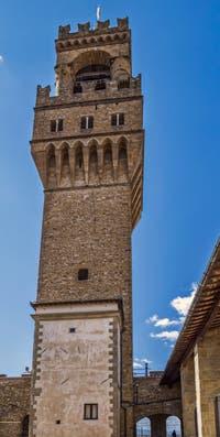 La tour Arnolfo du Palazzo Vecchio vue depuis la cour Michelozzo à Florence