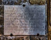 Plaque commémorative de la prison de la Tour Arnolfo du Palazzo Vecchio à Florence en Italie