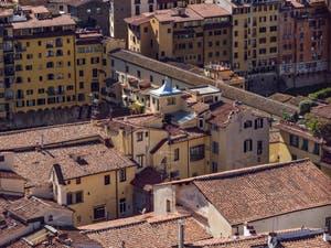 Le Ponte Vecchio vu depuis la Tour Arnolfo du Palazzo Vecchio à Florence en Italie