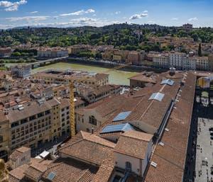 Les Uffizi, la galerie des Offices vus depuis la Tour Arnolfo du Palazzo Vecchio à Florence en Italie