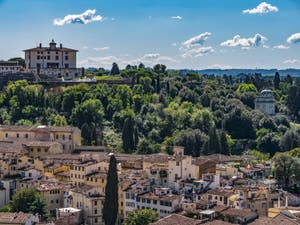 Le Forte Belvedere vu depuis la Tour Arnolfo du Palazzo Vecchio à Florence en Italie