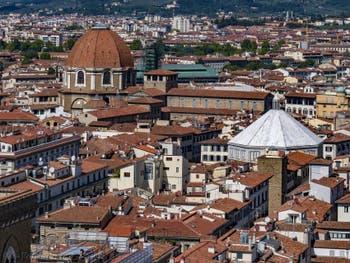 Le dôme de la Chapelle des Princes Médicis vu depuis la Tour Arnolfo du Palazzo Vecchio à Florence Italie