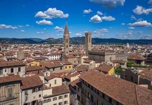La Badia Fiorentina et le Bargello vus depuis la Tour Arnolfo du Palazzo Vecchio à Florence en Italie