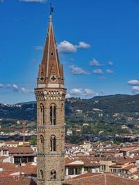 Le Campanile de la Badia Fiorentina vu depuis la Tour Arnolfo du Palazzo Vecchio à Florence en Italie
