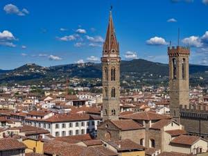 Le Campanile de la Badia Fiorentina et le Bargello vus depuis la Tour Arnolfo du Palazzo Vecchio à Florence en Italie
