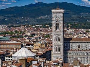 Le Baptistère et le Campanile de Giotto vus depuis la tour Arnolfo du Palazzo Vecchio, à Florence en Italie