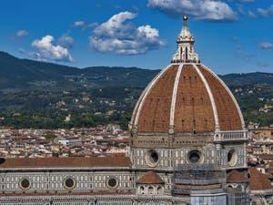 Le dôme de la cathédrale Santa Maria del Fiore vu depuis la tour Arnolfo du Palazzo Vecchio, à Florence en Italie
