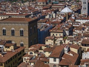 L'église Orsanmichele et le Baptistère vus depuis la tour Arnolfo du Palazzo Vecchio, à Florence en Italie