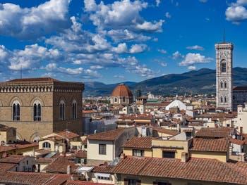 Orsanmichele et le Campanile de Giotto vus depuis la tour Arnolfo du Palazzo Vecchio, à Florence en Italie