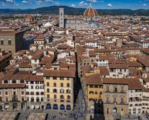 Orsanmichele, la Piazza de la Signoria, le Campanile et la cathédrale Santa Maria del Fiore vus depuis la tour Arnolfo du Palazzo Vecchio, à Florence en Italie
