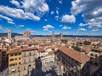 La Piazza de la Signoria, le Campanile de Giotto et la cathédrale Santa Maria del Fiore vus depuis la tour Arnolfo du Palazzo Vecchio, à Florence en Italie