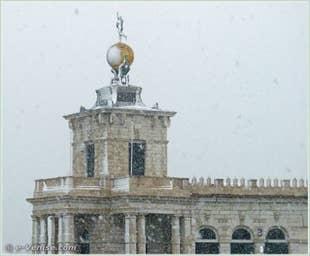La Punta della Dogana, la douane de Mer qui abrite les collections de François Pinault, sous la neige à Venise