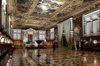 La salle supérieure de la Scuola Grande San Rocco à Venise
