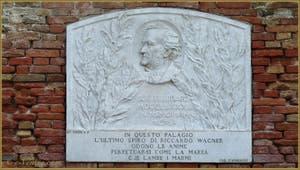 Plaque commémorative à Richard Wagner au Palazzo Vendramin Calergi de Venise avec l'épitaphe de Gabriele d'Annuzio