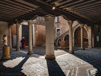 La cour du Palais de la Ca' d'Oro à Venise en Italie