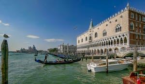 Le Palais des Doges côté du Bassin de Saint-Marc à Venise