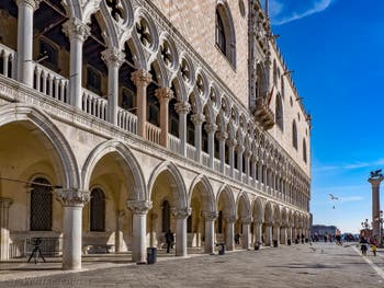 Le Palais des Doges à Venise, façade sur la Piazzetta San Marco