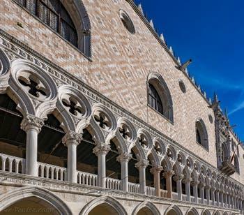 Façade du Palais des Doges sur la Piazzetta San Marco à Venise