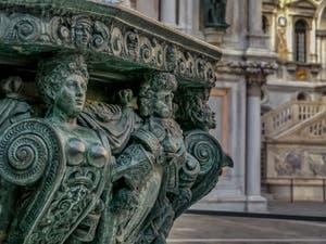 Puits en bronze de la Cour du Palais des Doges de Niccolo de Conti et Alfonso Alberghetti, à Venise