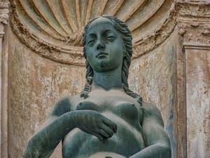 Eve, statue d'Antonio Rizzo, 1464, dans la cour du Palais des Doges à Venise