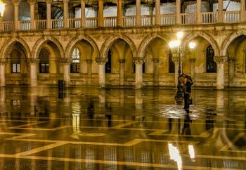 Le Palais des Doges pendant l'Acqua Alta à Venise