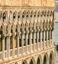 La façade du Palais des Doges sur la Piazzetta San Marco à Venise