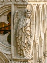 L'Archange Gabriel sur l'un des piliers du Palais des Doges sur la Piazzetta San Marco à Venise