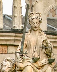 La Statue de la Justice en haut de la Porta della Carta, Palais des Doges à Venise