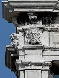 Sculptures du Palais Pisani à Venise