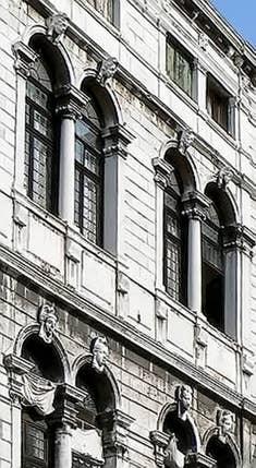 Les fenêtres à Serlienne du Palais Pisani à Venise