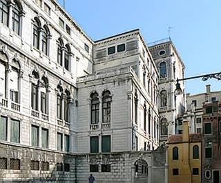La façade du Palazzo Pisani donnant sur le Campo Pisani à Venise