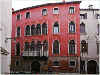 Façade du palazzo Bragadin Carabba sur le rio de San Lio, dans le Sestier du Castello à Venise