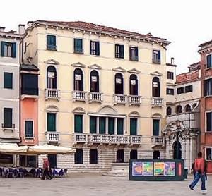 Le palazzo Morosini à Venise avec son entrée décalée