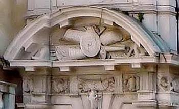 Les trophées de Morosini sur le portail d'entrée de son palais à Venise