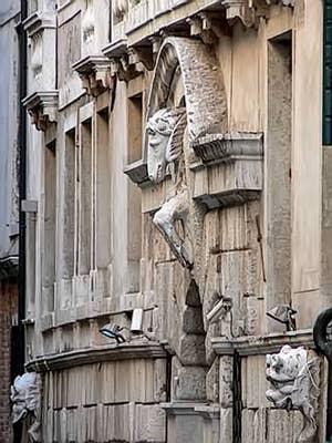 La façade du palazzo Morosini sur le Rio del Santissimo à Venise