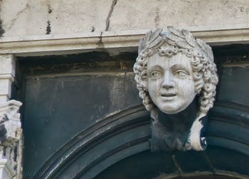Scultpure du Palais Labia sur le Canal de Cannaregio à Venise en Italie