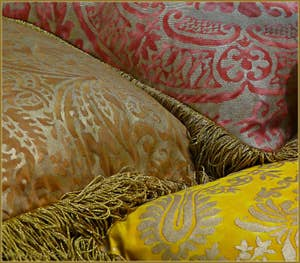 Coussins et tissus de soie à Colorcasa à Venise