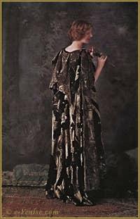 Mariano Fortuny Burnou Arabe en velours de soie frappé d'or. Autochrome Lumière 1910