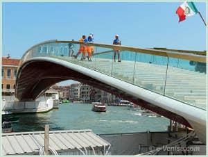 Le nouveau et quatrième pont sur le Grand Canal, le Pont de la Constitution à Venise ou ponte della costituzione