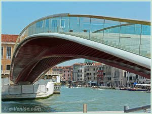 Le ponte della Costituzione, pont Santiago Calatrava avant de devenir pont de la Constitution. Le quatrième et nouveau pont sur le Grand Canal à Venise