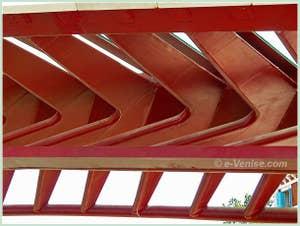 Le pont Santiago Calatrava ou pont de la Constitution, della Costituzione, sur le Grand Canal à Venise