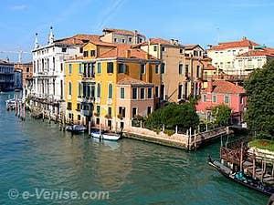 La vue sur le Grand Canal du côté de San Marco Saint-Marc à Venise