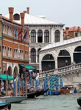 Le Pont du Rialto et le palais des Camerlenghi à Venise