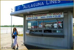 Le guichet des lignes Alilaguna à l'Aéroport Marco Polo de Venise.