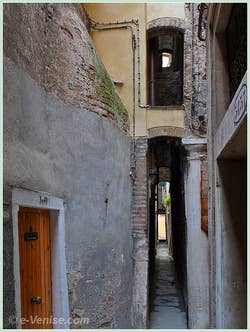 Calle Stretta : la Calle Varisco à Venise, 53 centimètres de large !