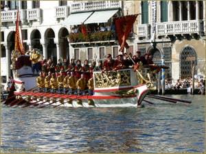 Régate Historique de Venise, La Serenissima devant un balcon de patriciens