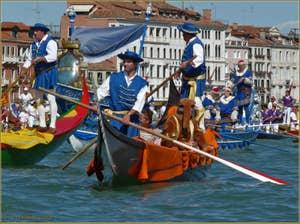 Regata Storica de Venise, les bateaux du Cortège sur le bassin de Saint-Marc
