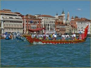 Bissone à 8 rameurs du cortège historique de la Regata de Venise