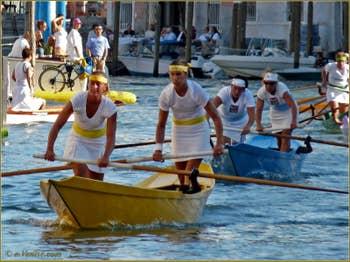 Regata Storica, la régate historique de Vensie : La Course féminie sur Masacareta à deux rameuses