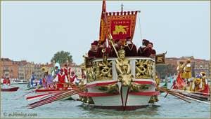 Le Bucentore, devenu la Serenissima, à la Régate Historique de Venise